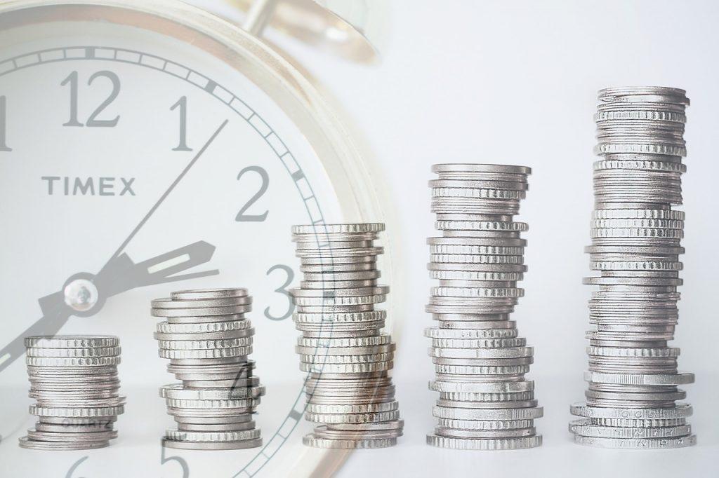 שעון ומטבעות כסף